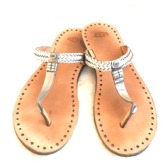 a2eb2aea32e Ugg slip on sandals